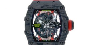 ¡No cuesta 7 millones de pesos! Es una réplica reloj robado en restaurante en Piantini