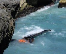 Un muerto y dos heridos tras caída al mar de camión en Las Américas