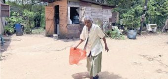 A sus 119 años se mueve con vigor, habla con firmeza y come de todo…