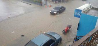 Fuertes lluvias provocan inundaciones en varios sectores de Santiago