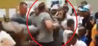 VIDEO: Atacan con una patada por la espalda a Arnold Schwarzenegger. (Nada grave)