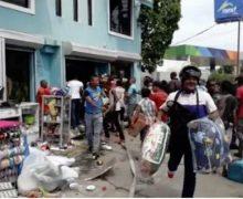 (VIDEO) Saquean fábrica de colchones durante incendio en SDE