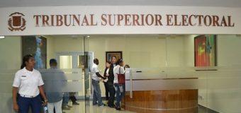 Solicitud suspensión inscripciones Hipólito y Leonel será conocida por TSE