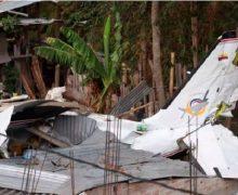 Avioneta cae sobre casa en Colombia y mueren siete personas