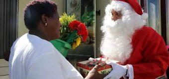 RAMFIS DOMÍNGUEZ hace de Santa Claus y entrega regalos