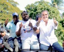Vladimir Guerrero se suma al cambio; desfila con Abinader